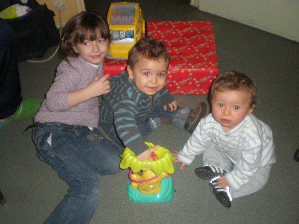 bonsoir  voila  mes  trois  dernier  petit  enfants  bisous  de  mami