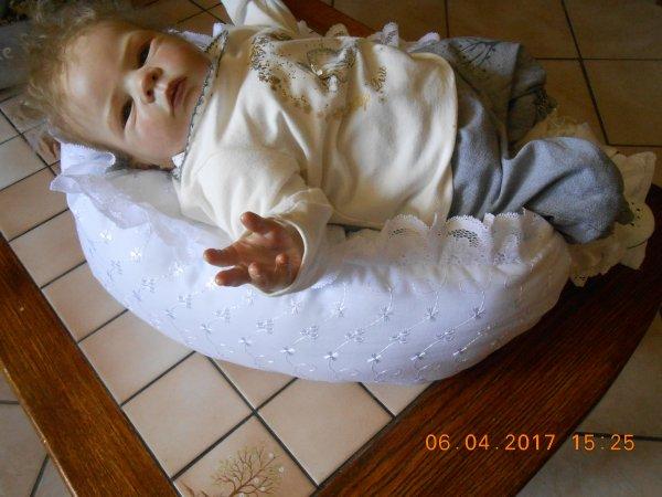Nidoux en broderie anglaise blanc pour reborn 45/48 cms
