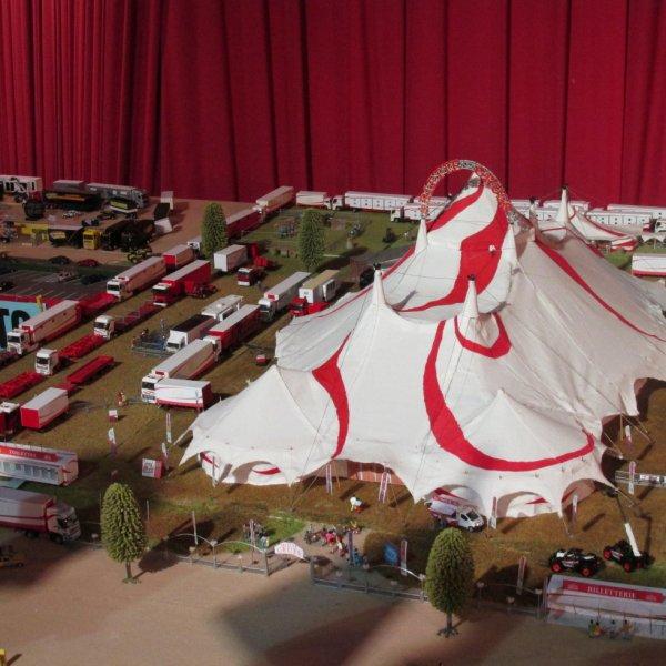 salon de la maquette de cirque 2016 le cirque arlette gruss blog de rockcircus18. Black Bedroom Furniture Sets. Home Design Ideas