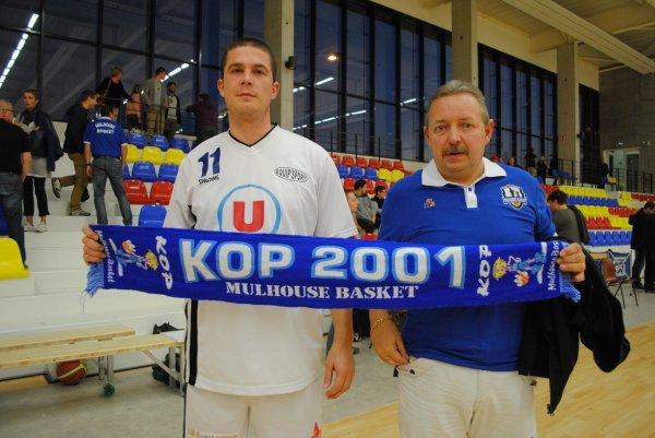 photo écharpe du kop 2001 avec  équipe 2