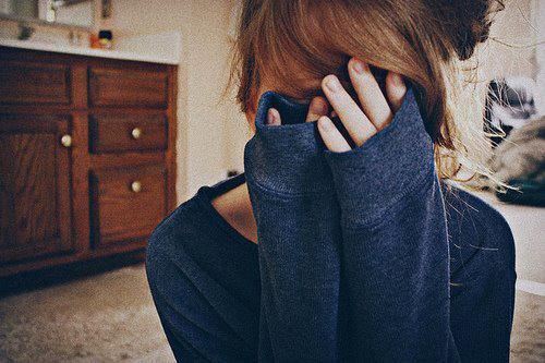 """""""Je ne veux pas être sa petite copine. Je sais pas trop ce que je veux... Je veux être avec lui. Tout le temps. Je veux qu'il me parle de sa journée & lui parler de la mienne. Je veux lui tenir a main, sentir ses cheveux. Mais je ne veux pas être cette imbécile de petite copine."""""""