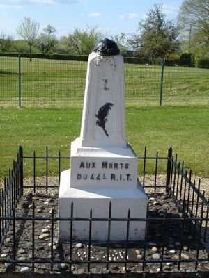 VITRAUX DE L'OSSUAIRE DE DOUAUMONT et MONUMENT COMMEMORATIF