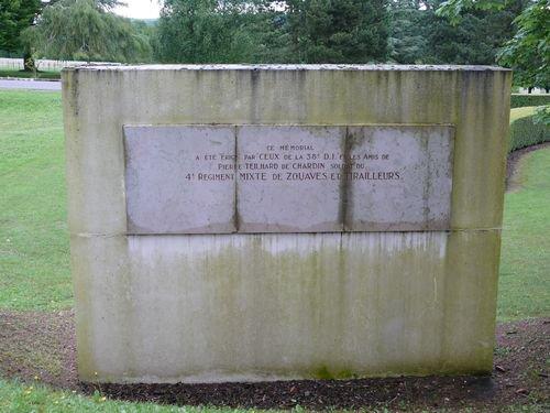 FLEURY -DEVANT- DOUAUMONT : MONUMENT ET STELE
