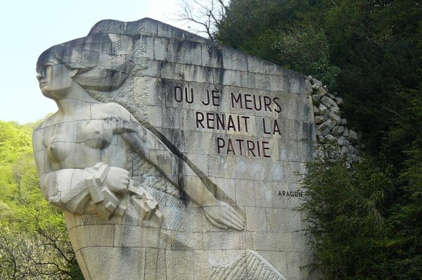 NECROPOLE   DE    CERDON : CONFLIT 1939 1945 : 88 MAQUISARDS