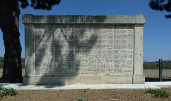 NECROPOLE   D' AMBLENY   :  CONFLIT  1914  1918  et  1939  1945.