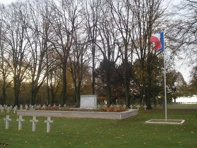 NECROPOLE NATIONALE  DE CRECY -AU- MONT : CONFLITS 1914 1918 ET 1939 1945
