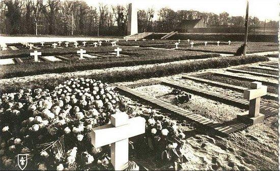 NECROPOLE NATIONALE DE LA FERTE ST AUBIN : CONFLIT 1939 1945