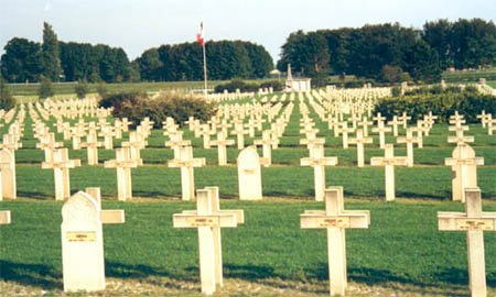 NECROPOLE NATIONALE DE FERE - CHAMPENOISE : CONFLITS 1914 1918  ET 1939 1945