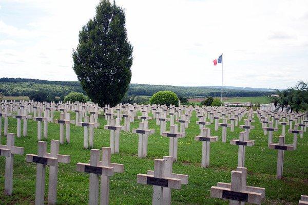 NECROPOLE NATIONALE DE VITRIMONT-FRISCATI : CONFLITS 1914 1918 ET 1939 1945