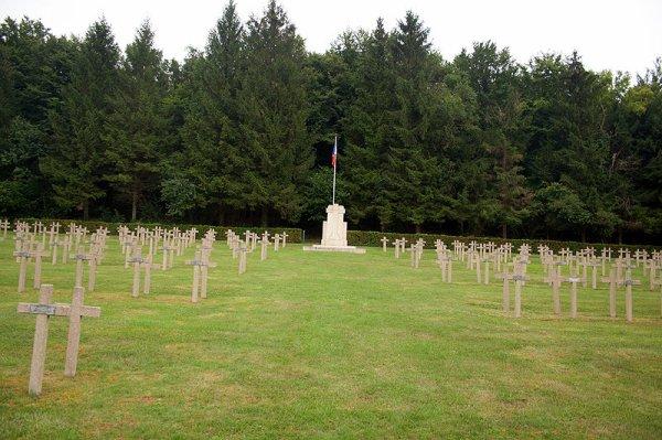 NECROPOLE NATIONALE DE LACROIX - SUR - MEUSE : CONFLIT 1914 1918