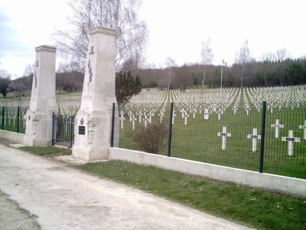 NECROPOLE NATIONALE DE GLORIEUX  A VERDUN : CONFLIT 1914 1918