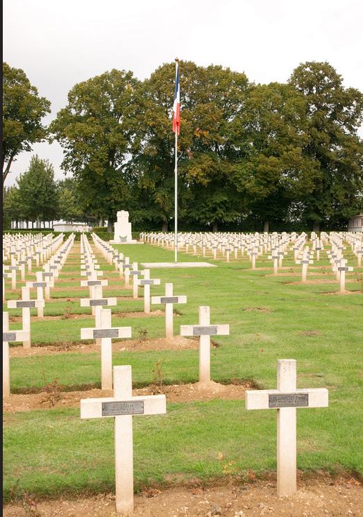 NECROPOLE NATIONALE SAINT - PIERRE A  AMIENS : CONFLIT 1914 1918