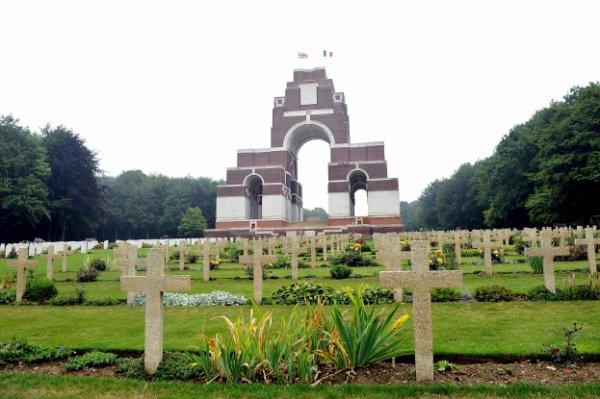 NECROPOLE NATIONALE FRANCO - BRITANNIQUE DE THIEPVAL : CONFLIT 1914 1918