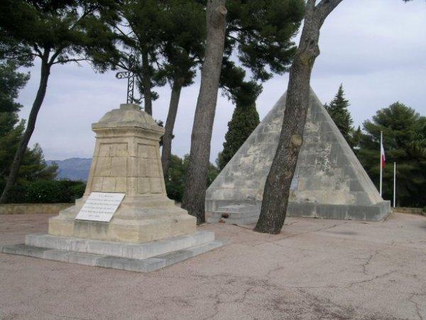 NECROPOLE NATIONALE DE LUYNES A AIX - EN - PROVENCE : CONFLITS 1914 1918 ET 1939 1945