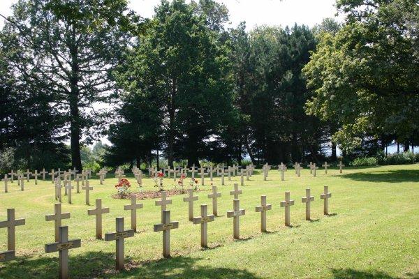CIMETIERE MILTAIRE DE BELLEVUE A VIRTON : CONFLIT 1914 1918