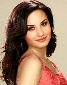 Demi Lovato, rayonnante, révèle ses astuces beauté dans une revue américaine…