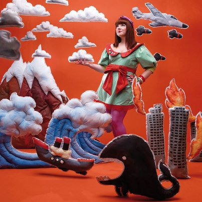"""Mai 2011 Part 1 : Lussi de la Nouvelle Star parle de Luce + Pochette du Premier Album de Luce (Le 04) + Sketch """"La Fessée"""" (Le 05) + Sketch """"L'Amour Blême"""" (Le 12) + Luce en Interview pour Télé-Loisirs (Le 13) + Luce en Interview pour Allomusic (Le 14) + Sketch """"Apocalypse"""" (Le 19)"""