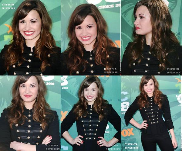 4 août 2008 || Demi a foulé le tapis bleu des Teen Choice Awards.