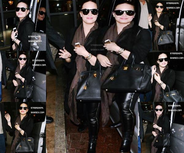 « Je voulais m'arrêter pour mes fans mais les paparazzis sont vraiment insupportables. Je vous aime ! » Demi