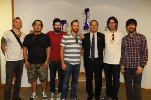 Le groupe visite l'Israel et rencontre le roi de Jérusalem