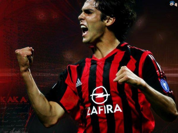 Un chrétien ballon d'or de foot: Le milieu de terrain brésilien de l'AC Milan Kaka, un chrétien évangélique, a été sacré Ballon d'Or de football 2007.