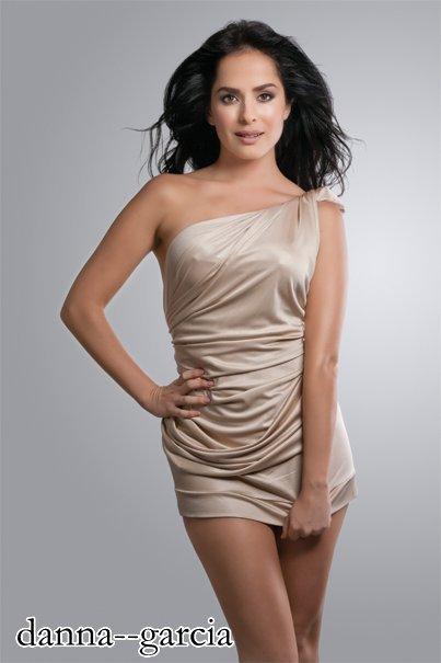 danna garcia a po ju pelqen fustani >????