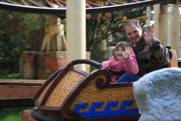 Même pas peur dans le grand 8, avec papa!!!
