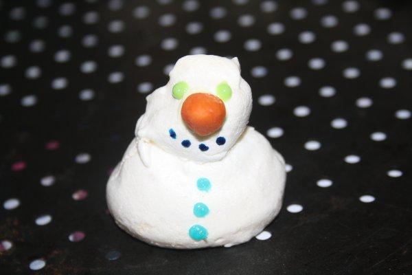 mon second essai de bonhomme de neige en meringue
