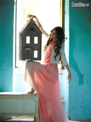 Je suis fan, je suis la fan de sa vie. Elle a de l'amour à revendre collé aux murs de ma chambre. ♪