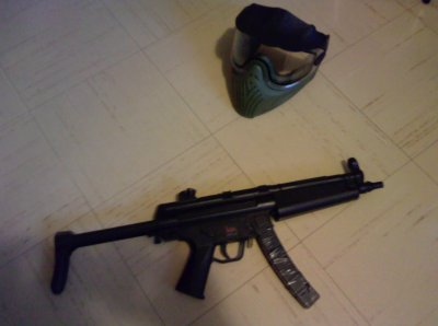 Casque de protection et mp5 (Julien)
