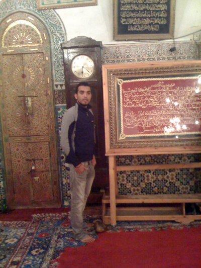 Dans une mosquée peut admirer le patrimoine architectural de la ville de Fès