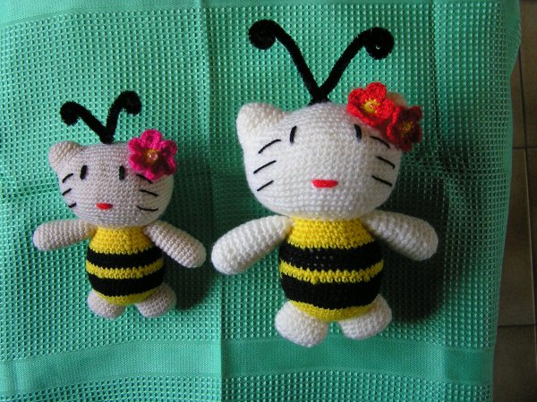 "**!!**  CHATS   ""ABEILLE""  **!!**"