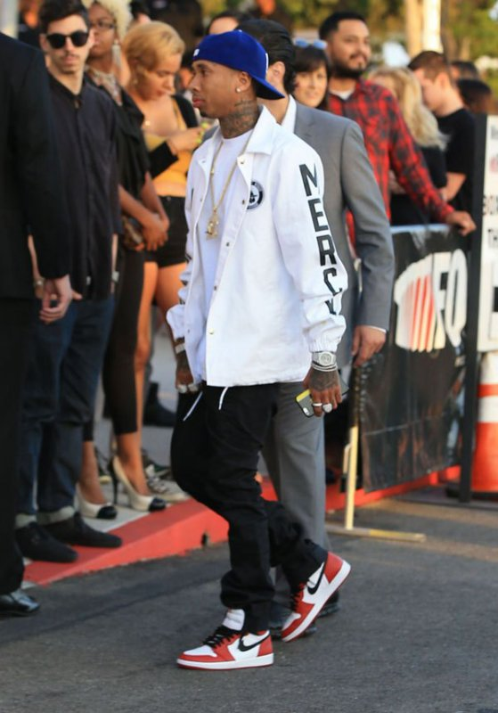 Kylie Jenner Kisses On-Again Boyfriend Tyga in New Pic as He Moves Into Her Property