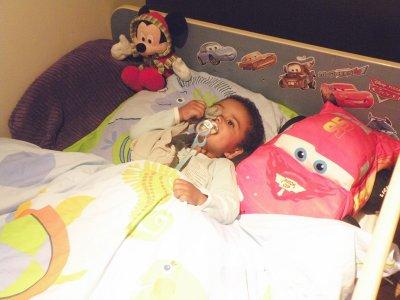 Mon Zakou dans son lit de grand