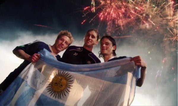Nico con mi bandera <3