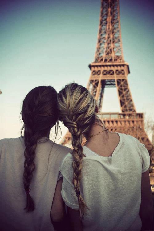 L'amitié est l'union de deux personnes liées par un amour et un respect égaux et réciproques.