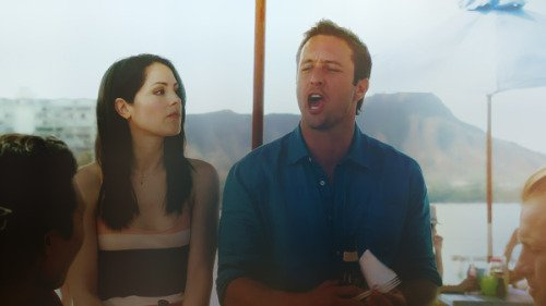 Hawaii 5.0 - Une nouvelle Ohana - Steve/Catherine - PG13 - Page 2 3271058660_1_8_iCV4xdEq