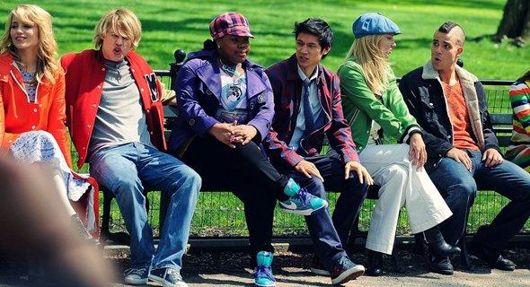"""• Sur le tournage de Glee à New-York ! De Time Square en passant par Central Park, Mardi Dianna et le reste de la trompe ont fait le show dans la ville. Ce tournage à New York est un rêve devenu réalité pour les membres du casting, qui sont ravis de tourner enfin sur la côte Est. Dianna tweetait d'ailleurs récemment """"Tourner à New York est tout simplement merveilleux.""""Vidéo"""