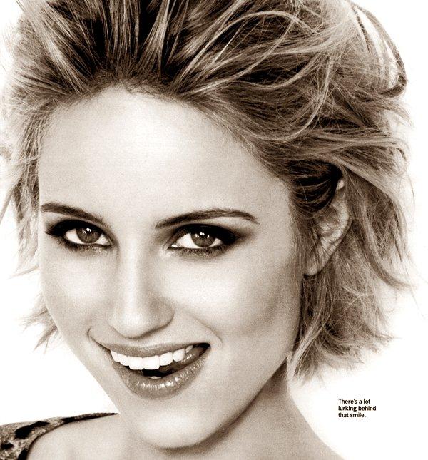 • MAGAZINES SCANS  Dianna en couverture du magazine « Cosmopolitan »  Clic pour voir l'article du photoshoot •