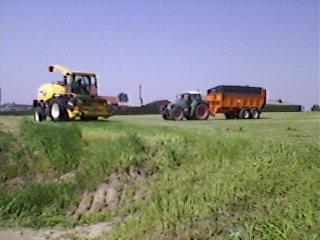 j'ai encore trouver quelques fotos d'ensilage d'herbe!!!