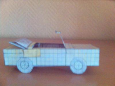 L'une de mes voitures en papier