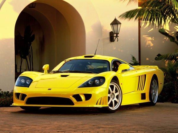 mes futur voiture raye vous preferer la quelle(noirrouge,noir,blanc,jauneou marron)