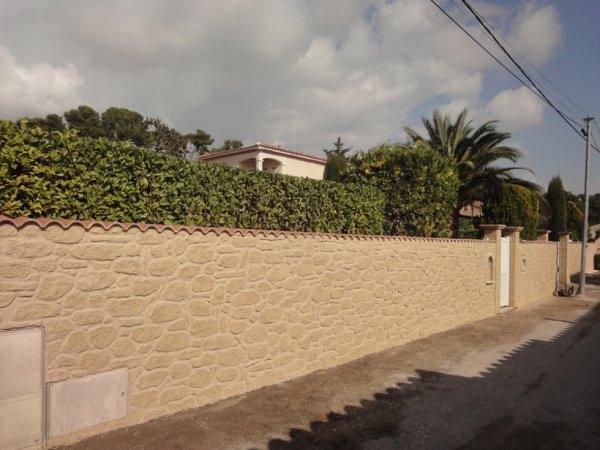 voiila un mur in pierre apparente tout fait a la main artisanal