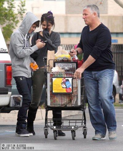 Justin fait les Magazin avek Selena !