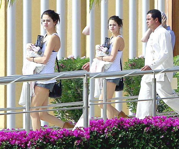 06/01/12- Jelena au Mexique (encore!)