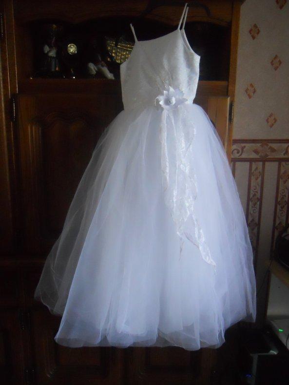 robe jamis servie achetè 95 euros je la revend 50 euros marie a trop grandit taille 10 ans