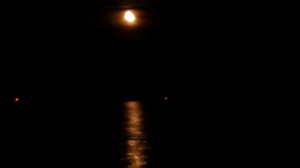 Levé de la lune sur la mer!!! Bonne soirée