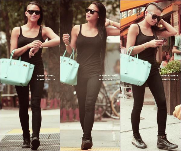 . .  ♦ 14.09.2011 Cassie (& son Hermès Birkin) a été repéré marchant prés du West Village à  Manhattan.  . .