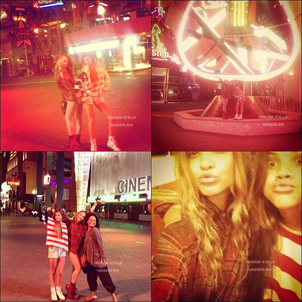 *     Stella, Gina et Sophia Richie sont allées au City Walk à Los Angeles hier.    *