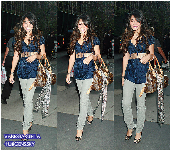 "*      27 septembre 2006 : Vanessa Hudgens arrivant au ""CW Morning Show"" à New York.   *"
